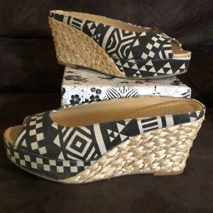 CL by Chinese Laundry Daysie Wedges